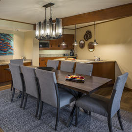 dining area in hood river suite at skamania lodge