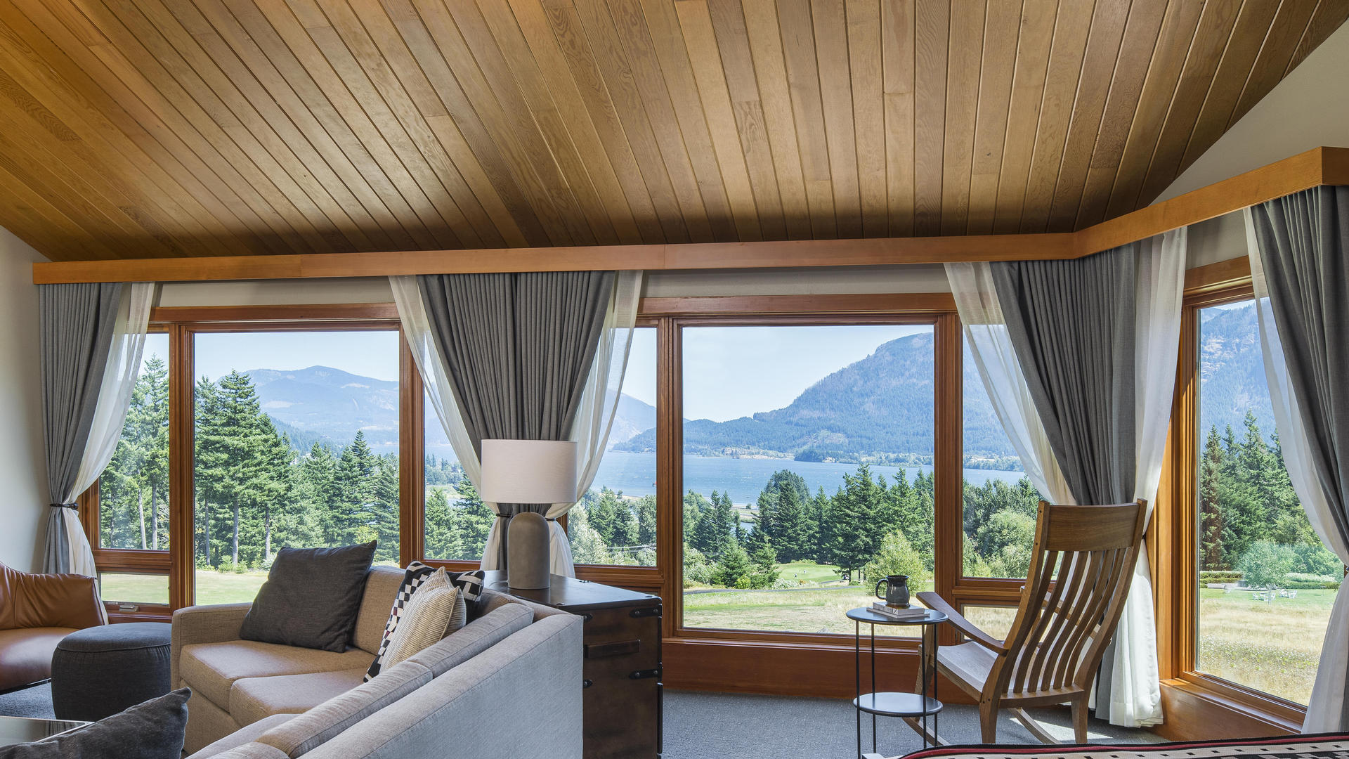 suite on columbia river gorge at skamania lodge